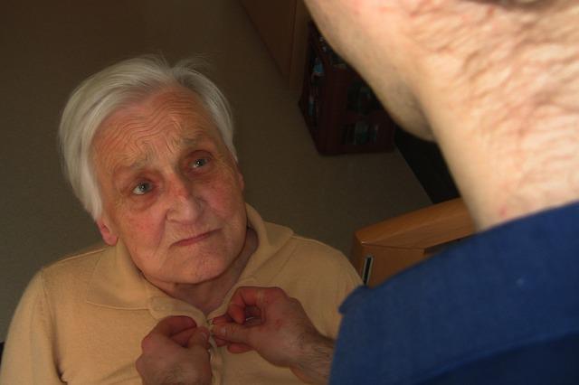 Cuidados y Asistencia tiene servicios de atención domiciliaria para personas mayores y niños
